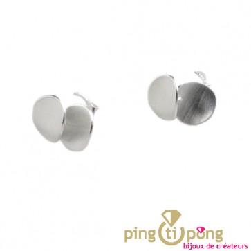 Bijoux en argent : Petite boucle d'oreille du créateur Kelim Design 2 pétales