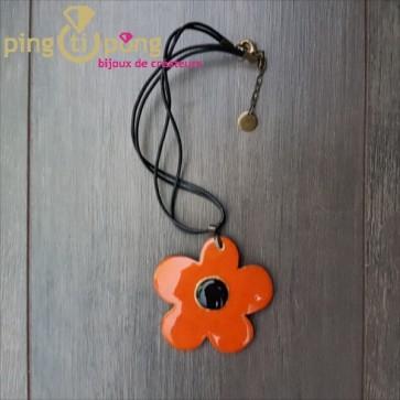Collier fleur en véritable céramique émaillée orange et noir C. ALLOING