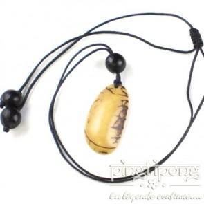 Bijou équitable collier écologique original Conche en tagua blanc ivoire