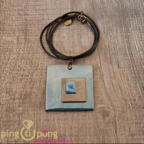 Collier triple carrés en céramique émaillée bleu métallisé de C. ALLOING