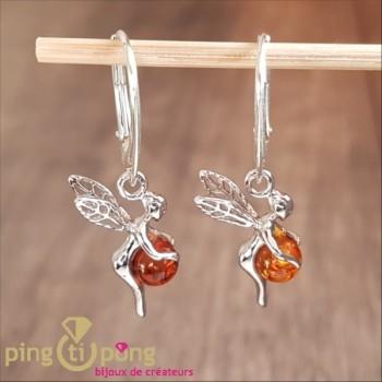 Boucles d'oreilles Balticambre fée clochette en argent tenant une perle d'ambre en dormeuses Balticambre