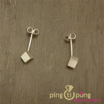 Bijoux en argent : Petites boucles d'oreilles du créateur Kelim Design cube 4 mm