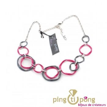 Fantaisie : collier en émail torsadé rose et gris