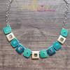 Collier de petits carrés émaillés turquoise