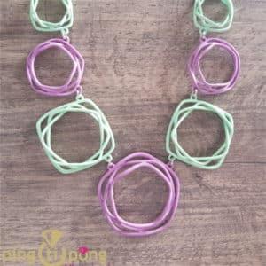 Bijou original : Collier laqué vert et rose PINGTIPONG