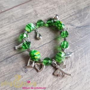 Bijou artisanal : Bracelet breloques en résine verte de PINGTIPONG
