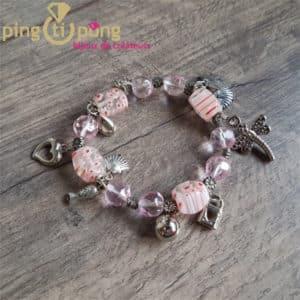 Bijou original : Bracelet breloques en résine rose de Pingtipong