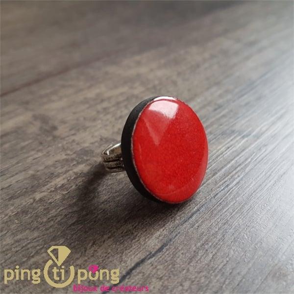 Bague ronde de créatrice en céramique émaillée rouge Christine Alloing-0