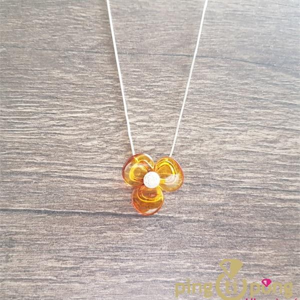 Bijou en ambre : Collier fleur en ambre de la Baltique et argent de Balticambre