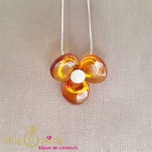Bijou original : Collier fleur en ambre et argent de Balticambre