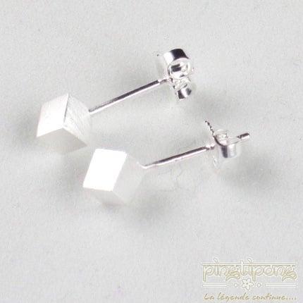 boucle d'oreille en argent cube 4 mm