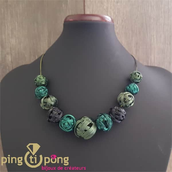 Bijou original : Collier de pelotes en métal vernis vert de PINGTIPONG