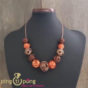 Bijou fantaisie : Collier de pelotes en métal vernis orange de PINGTIPONG
