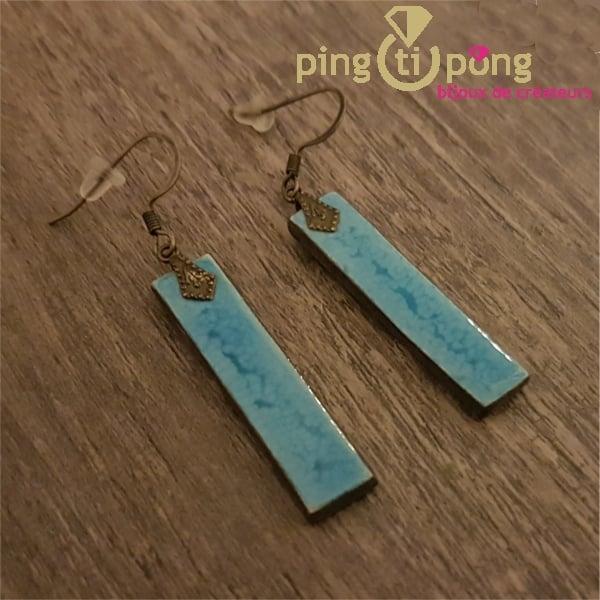 Boucles d'oreilles longues en céramique et émail bleu ciel de C. ALLOING-0