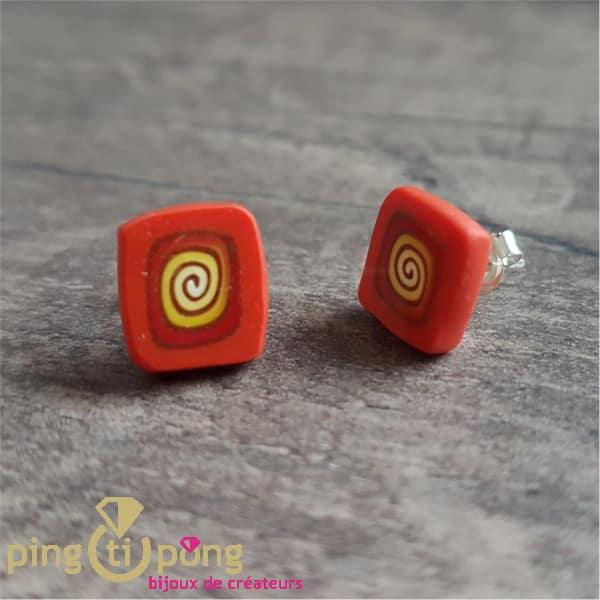 Bijoux artisanaux : Boucles carrées spirale orange de PASTACUITA