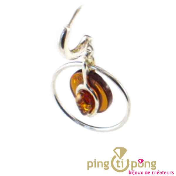 Boucles d'oreille pendante en ambre cerclées d'argent