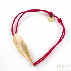 Bracelet en forme de plume en argent plaqué or et fil de coton rouge