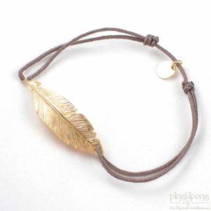 Bracelet en forme de plume en argent plaqué or et fil de coton taupe