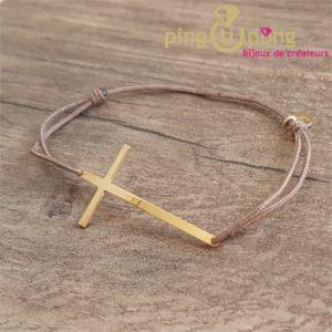 l'avare bijoux - bracelet en vermeil argent plaqué or en forme de croix et lacette marron taupe