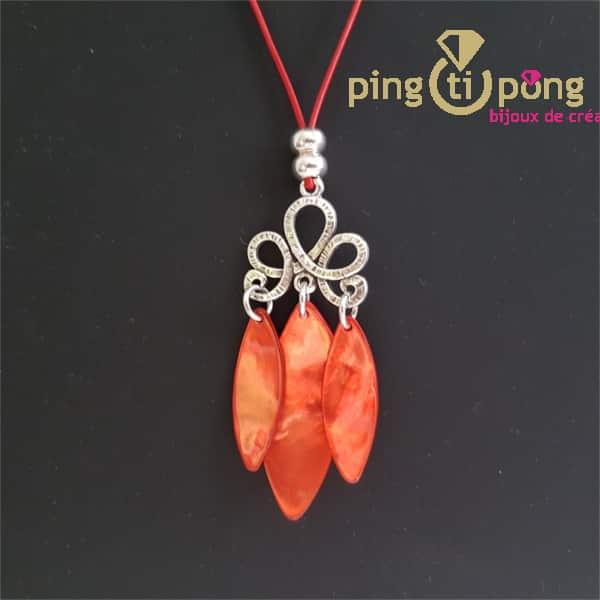 Bijou en nacre : Collier en cuir ciré et pendentif en nacre orange de La Petite Sardine