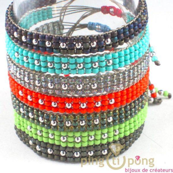 bijou L'AVARE - bracelet kaki en perles de toho et argent présenté avec 6 autres bracelets