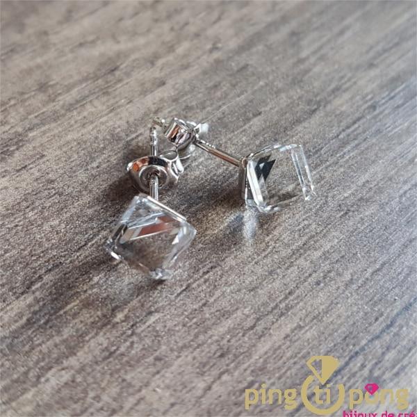 Bijoux originaux : Boucles cubes en cristaux de Swarovski blancs de SPARK