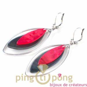 bijoux en nacre-boucles d'oreilles en nacre grise et rose de La petite Sardine forme pétale