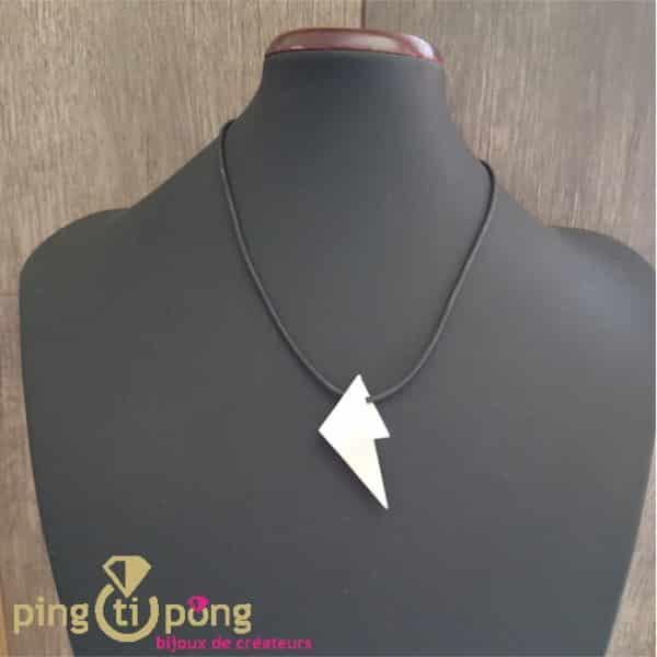 Bijou original : Collier triangle en argent et silicone noir de KELIM Design