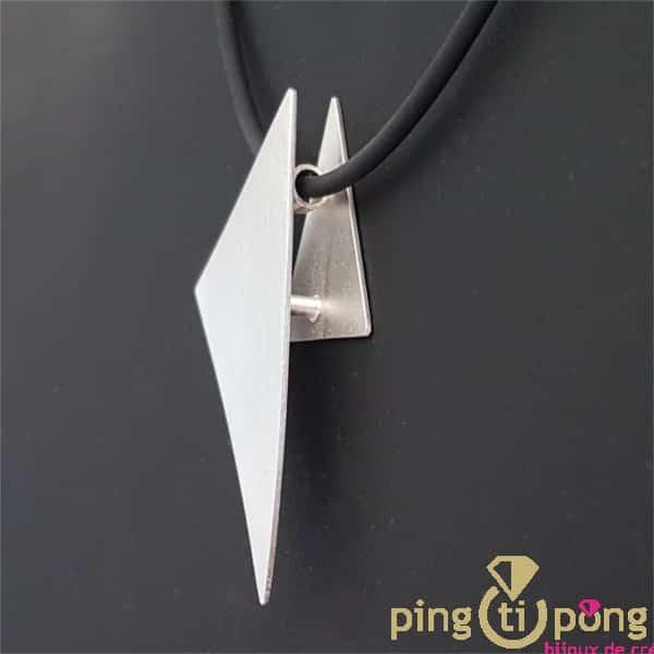 Bijou en argent : Coté du motif collier Triangle KELIM