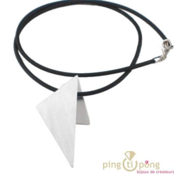 collier en argent original forme triangle et silicone de Kelim Design