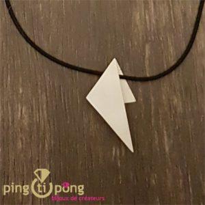 Collier triangle en argent brossé de Kelim Design