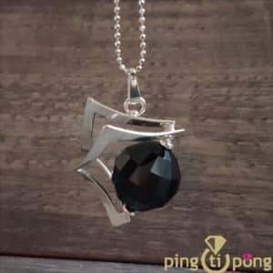 """Bijou en Swarovski : Collier """"espace"""" en argent rhodié et cristal de Swarovski noir de OSTROWSKI Design"""