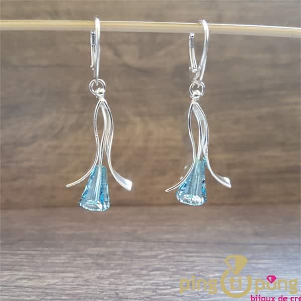 Bijoux originaux : boucles d'oreilles en argent rhodié et cristaux de Swarovski en forme de fleurs de Ostrowski Design