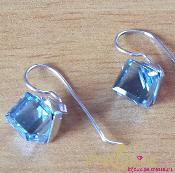 Boucles cubes bleu