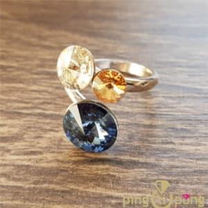 Bijou original : Bague en argent rhodié et 3 cristaux de Swarovski de SPARK