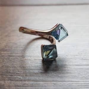 BIjou en argent : Bague en argent rhodié et cubes en cristaux de Swarovski bleus de SPARK