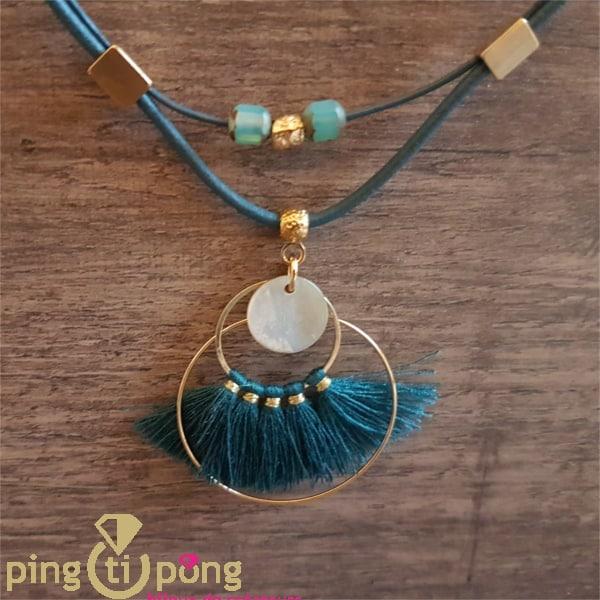 Bijou artisanal : collier en or, nacre et ponpon de La petite Sardine