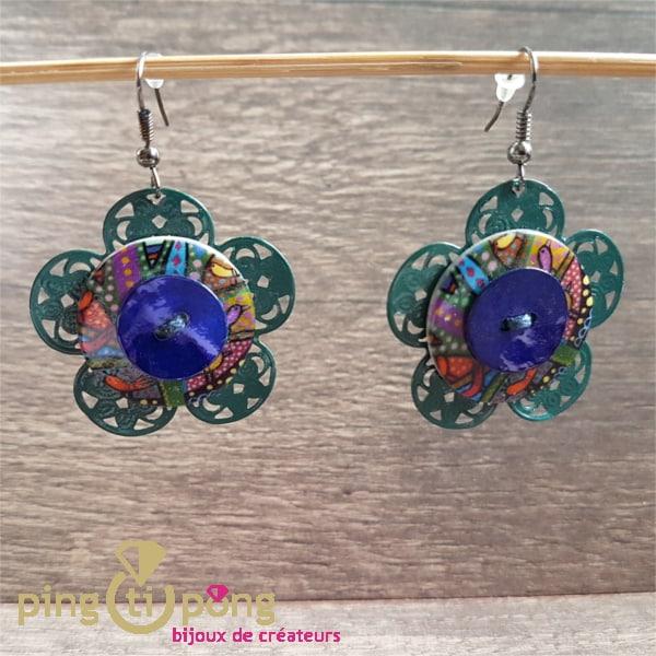 Bijoux fantaisie : boucles fleurs en métal, nacre et résine de Pingtipong