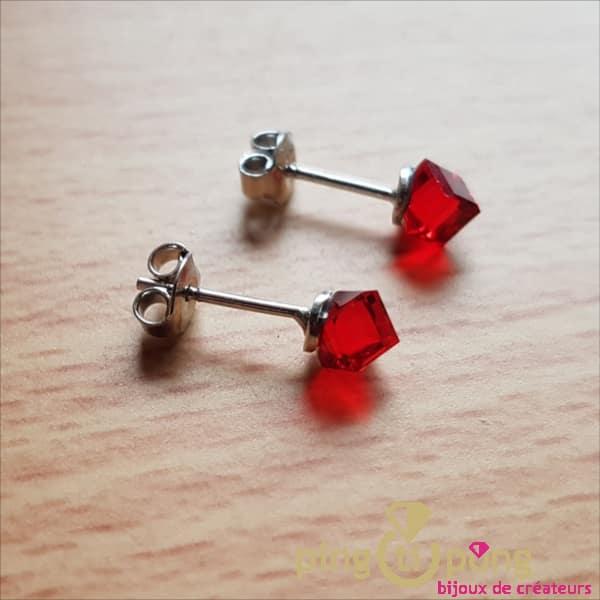 Bijoux argent rhodié : boucles en argent et cubes en cristal de Swarovski rouge de SPARK