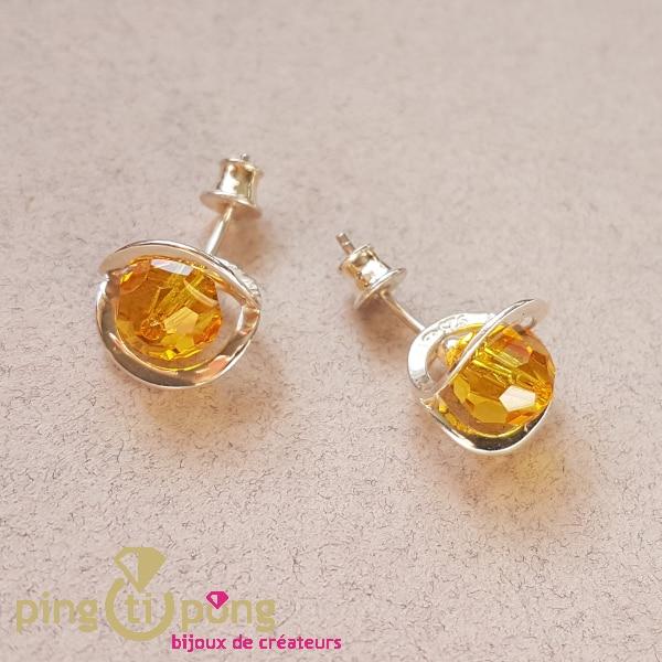 Bijoux en argent rhodié : Boucles fleurs en cristal de OSTROWSKI