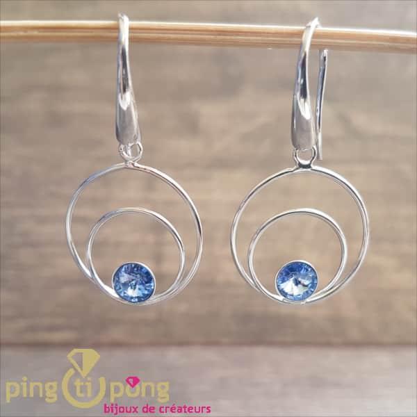 Bijoux originaux : Boucles en argent rhodié et cristaux de Swarovski bleu de SPARK