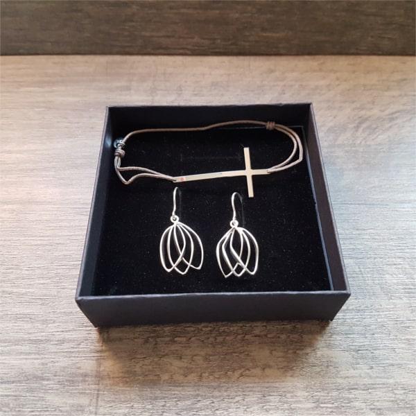 Composition de bijoux originaux bracelet et boucles d'oreilles en argent