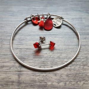 Composition de bijoux originaux : bracelet jonc et boucles cube de LA PETITE SARDINE et SPARK
