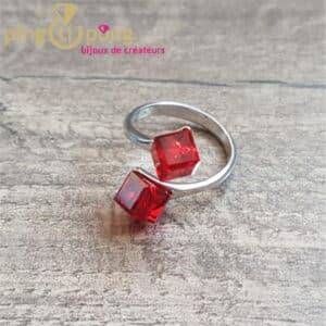 Bijou original : Bague en argent 925 et cubes en cristal rouge de SPARK