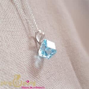 Bijou original : Collier argent et cube en cristal bleu de SPARK